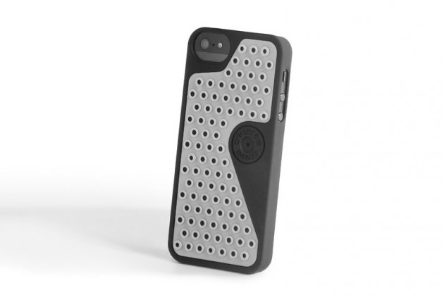 oakley b1b case for iphone 5 and ipad 01 630x419 Oakley B1B Case for Apple iPhone and iPad