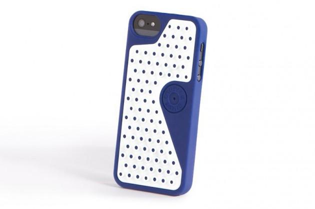 oakley b1b case for iphone 5 and ipad 02 630x419 Oakley B1B Case for Apple iPhone and iPad
